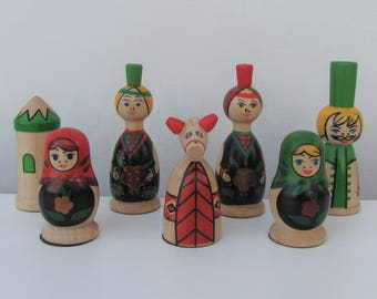 Set of Wooden Russian Style Figures Russian Doll Baboushka Ornaments Display