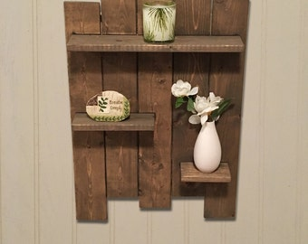 Exceptionnel Rustic Wooden Pallet Shelf Features 3 Wooden Shelves Great For Bathroom  Shelf And Bedroom Shelf