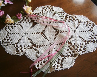 Hand Crocheted Vintage Doily / Poinettia Design / Cream Color Cotton / 1940's / Centerpiece / Table Topper