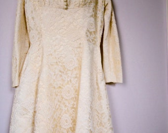 REDUCED Grace Kelly style,elegant V neck long sleeve cream lace, vintage wedding dress, late 40's or early 50's. Size  12 (quite generous).