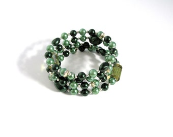 Two Toned Emerald Green Glass Beaded Pearl Bangle Cuff, Green And Silver Pearl Bracelet, Wedding Mother of the Bride Bridesmaid Bracelet