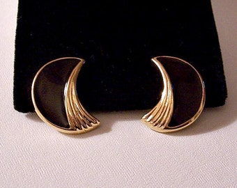 Trifari Black Crescent Pierced Post Stud Earrings Gold Tone Vintage Striped Edge Discs Ribbed Inside Accent Brushed Lined Backs
