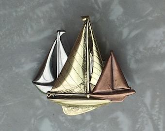 Trio de voiliers broche - plaque trois finitions - argent Antique, cuivre Antique, Antique Gold - BZ dessins originaux