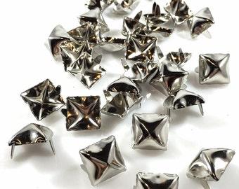 """Têtes de clous taches pyramide boucles d'oreilles broches 2 9/16"""" carré, fini Nickel brillant de 100 Pcs"""