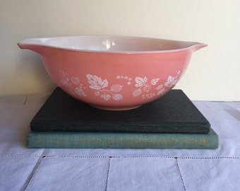 Pyrex Pink Gooseberry Cinderella Mixing Bowl  1 1/2 Quart 442