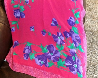 VIBRANT vintage made in Italy Liberty scarf.