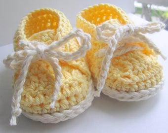 Baskets bébé, chaussures bébé en coton, souliers, chaussons, chaussons au Crochet pour bébé / / tailles nouveau-né - 12 mois / / vous choisissez la taille et couleurs