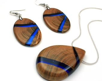 Set of wood resin earrings and necklace, Blue resin jewelry set, Blue resin necklace, Blue resin earrings, Wood resin earrings necklace
