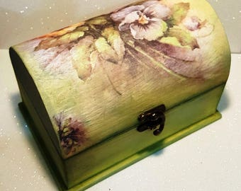 Jewelry box with floral wood original decoration