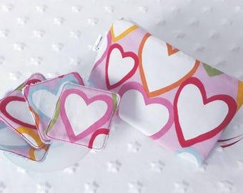 Lot de 8 lingettes demaquillantes lavables et leur trousse coordonnée Coeurs rose et bleu