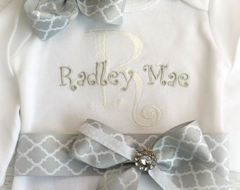 Personalized baby girl coming home Outfit, Newborn Girl Take Home Outfit, Newborn name gown, First Photo Outfit, Monogrammed baby clothes