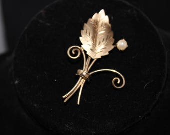 12K GF Dixelle - Dainty Gold Leaf brooch with Pearl - Signed