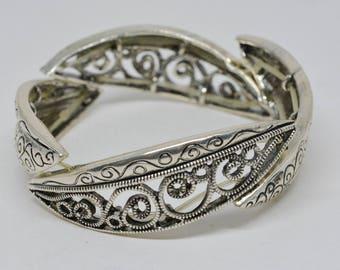 Silver tone stretchable bracelet