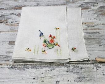 Vintage Handkerchief,  Embroidered Hankie, Flowers, Vintage Ladies Hankies, Vintage Handkerchiefs, Floral Hankies, Linens and Fabrics