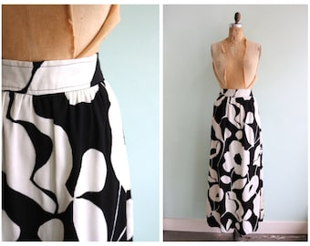 Vintage 1960's Black and White Floral Maxi Skirt | Size Medium