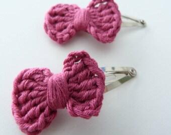 2 clips Click Clack fuchsia bow