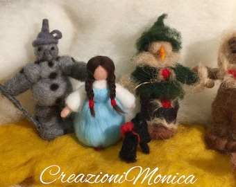 Needle felting Doroy and the Wizard of Oz, in carded wool and fairytale, in Waldorf style. Fable, Waldorf Doll, 5 pieces.
