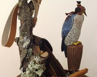 Falcone da caccia con cappuccio, modello originale dipinto a mano, scala 1/12
