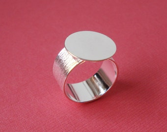 Silver Plated Adjustable Finger Ring with 10mm Brushed Band and 16mm Base for a Flat Back Cab 1pc