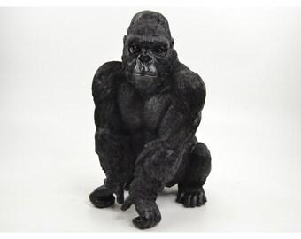 Statue de singe Gorille, en résine, couleur noir. Hauteur 41 centimètres