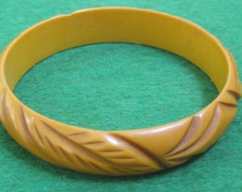 Original 1940's Bakelite Bangle Butterscotch Bracelet Carved with Leaves - Free Shipping
