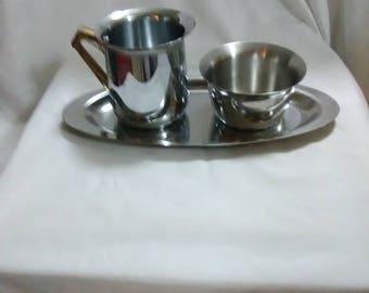 Vintage. Sugar bowl and creamer set.