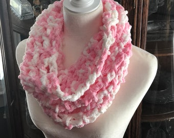 NEW*** Roomie Scarf- pink, white, infinity, one-loop, soft