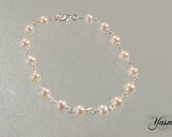 Shimmering freshwater cultured pearl