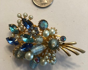 Unsigned blue & faux pearl pin