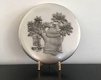 Vintage,Round Tin, Decorative Tin,Pewter Design,Pewter,Silver,Silver Colored Metal Tin, Metal Tin,Storage Tin,Storage,Daisy,Trinket Box