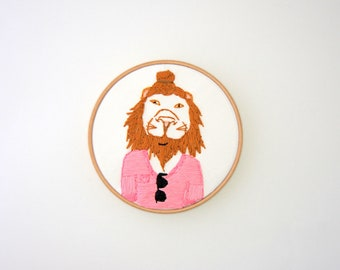 Hipster Lion Hoop Art - Hand Embroidered Lion Wall Hanging - Lion with man bun, beard and sunglasses - Spin instructer