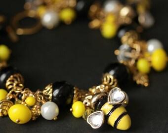 Bumble Bee Charm Bracelet. Beaded BumbleBee Bracelet. Bumble Bee Bracelet in Black and Yellow. Handmade Bracelet in Gold.