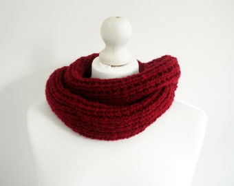 SALE Knitted berry red chunky long infinity cowl