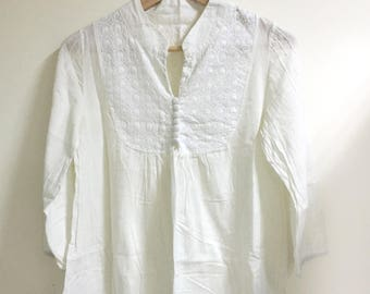 Embroidered button down blouse white long sleeves s/m