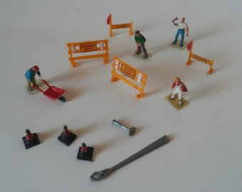 HO scale construction workers, danger signs, cones, wheelbarrow
