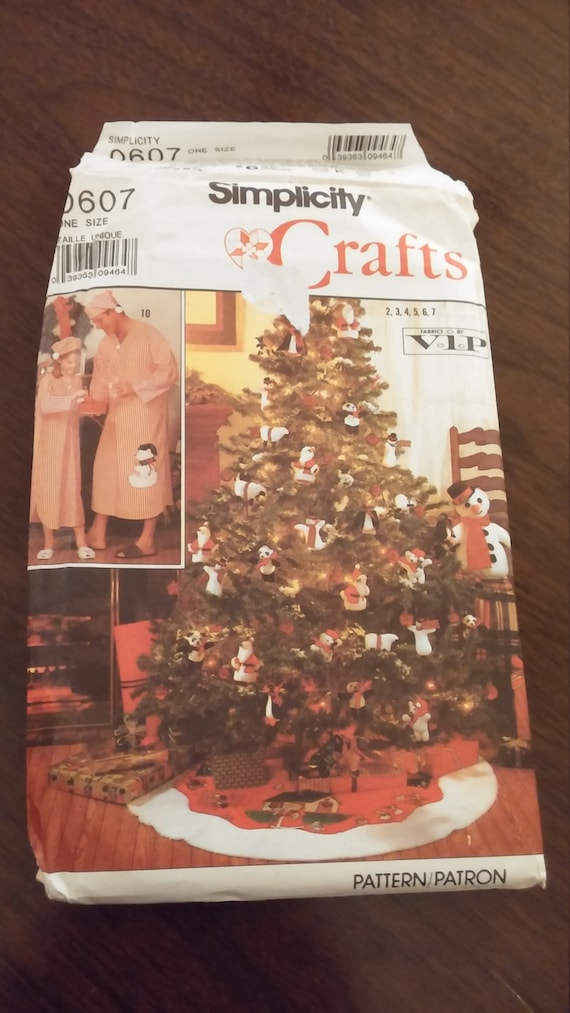 Simplicity 0607 Christmas tree skirt, ornament, nightshirt sewing ...