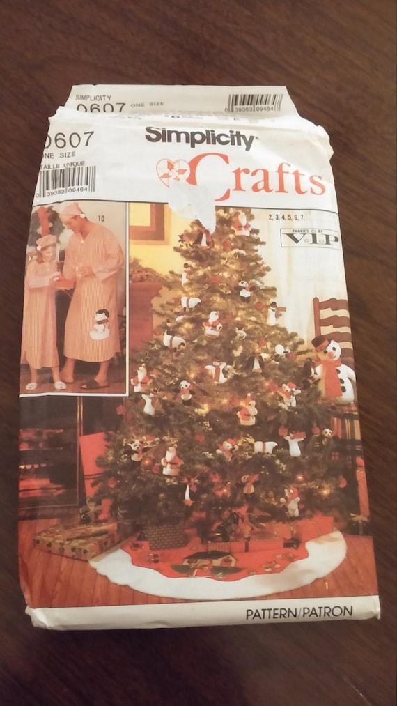 Simplicity 0607 Christmas tree skirt, ornament, nightshirt sewing ...