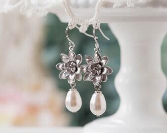 Silver Bridal Earrings, White Teardrop Pearl Earrings, Wedding Jewelry, Bridesmaid Gift, Bridesmaid Earrings, Maid of Honor Gift