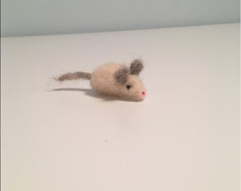 Adorable Little Needle Felted Wool White Mouse - Decorative or Toy Mouse - Waldorf Mouse - Felted White Mouse - Fiber Art - Home Décor