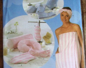 Misses Bath Wrap and Accessories: Slippers, Head Wrap, Wash Mitt, Pillow, Eyemask Simplicity Pattern 4747 UNCUT