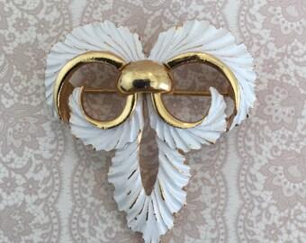 Crown Trifari Fleur De Lis Gold Tone White Enamel Vintage Brooch Pin