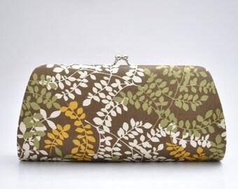 Packed Vines in Brown - Medium clutch