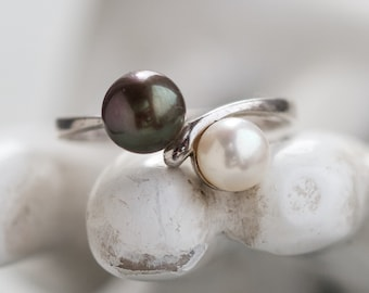 Black and White Pearls Ring - Sterling Silver Elegant Ring - Size 8