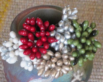 4.5 inch berry cluster picks,ass't colors,deep red,green,silver, white & silver,8/pkg,crafts,florals,embellishment