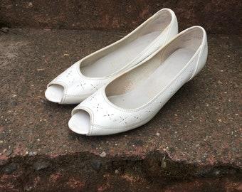 Vintage White Peep Toe Heels. Puccini Kitten Heels. Pumps. Womens Shoes Size 5.
