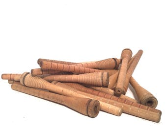 Bee Hive Vintage Quills Honey Dipper Style Spinning Bobbins Lot of 18, Wooden Spools Primitive Small