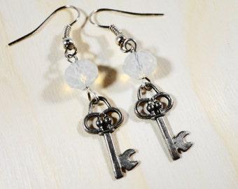 Wichtige Ohrringe, Skelettschlüssel Charme Ohrringe, Mondstein Opal Kristall Ohrringe, Perlen Ohrringe, Perlen Schmuck, Geschenk für Sie
