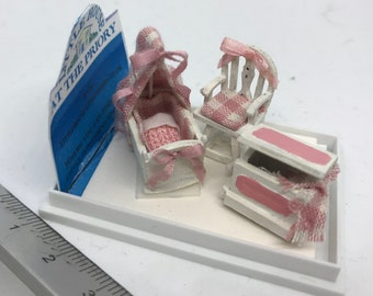 Dolls House Miniatures - Hand Painted 1/48th (1/4inch)quarter scale baby girl cot set - NEW Summer 2018