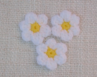 3 flower Daisy crochet 3cm white yellow heart