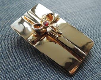 Vintage Goldtone Present Brooch / Vintage AAI Brooch / Mid Century Brooch / Estate Jewelry / Retro Brooch / 1980s Brooch